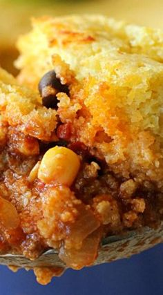 Chili Cornbread Casserole - Belle of the Kitchen - - Do you like eating cornbread with your chili? Then you will love this Chili Cornbread Casserole! It's cooks together for a hearty and comforting dinner! Mexican Cornbread Casserole, Chili And Cornbread, Casserole Dishes, Breakfast Casserole, Corn Bread Chili Casserole, Chicken Casserole, Jiffy Cornbread Recipes, Tamale Casserole, Cowboy Casserole