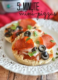 5 Minute Mini Pizzas from Kitchen Meets Girl, and a Beach Breakfast Sandwich Maker Sandwich Maker Recipes, Breakfast Sandwich Recipes, Pizza Recipes, Breakfast Ideas, Easy To Cook Meals, Easy Cooking, Healthy Meals, Overnight Oats, Hamilton