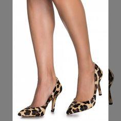 SCARPIN COURO SALTO FINO em pelo tingido em modelo scarpin clássico e indispensável. Animal print versátl combina com produções total black e garante elegância por conta de seu salto fino e bico fino. #achadinhos  Encontrei Aqui... Vem Ver! http://imaginariodamulher.com.br/look/?go=2o1htJc #modafeminina #modafashion #tendencia #modaonline #moda #instamoda #lookfashion #blogdemoda #imaginariodamulher