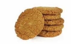 Τα συγκεκριμένα μπισκότα αποτελούν μια πιο ισορροπημένη επιλογή σε σχέση με πολλές συνηθισμένες συνταγές μπισκότων που κυκλοφορούν στην αγορά. Προσφέρουν αρκετά θρεπτικά συστατικά, όπως διαιτητικές ίνες και βιταμίνες Β, μονοακόρεστα λιπαρά οξέα και βιταμίνη Ε. Παράλληλα είναι χαμηλά σε κορεσμένα λιπαρά, εφόσον δεν περιέχουν ζωικά λίπη, όπως το βούτυρο. Καθώς δεν περιέχουν ζωικά παράγωγα μπορούν να χρησιμοποιηθούν και ως γλύκισμα σε περιόδους νηστείας.Μερίδες: Περίπου 20-25 τεμάχιαΥλικά:2…
