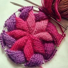 Ravelry: Der Entrelac-Hut von shyuanmomo - [ref] [diy] knitting - Strickmuster Lace Knitting, Knitting Stitches, Knitting Patterns Free, Crochet Patterns, Bonnet Crochet, Yarn Crafts, Knitting Projects, Knitting Ideas, Ravelry