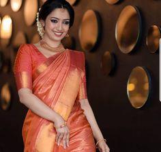 South Indian Bride Saree, Indian Bridal Sarees, Kerala Bride, Indian Bridal Outfits, Indian Bridal Fashion, Indian Bridal Wear, Wedding Sarees, Kerala Saree Blouse Designs, Bridal Blouse Designs