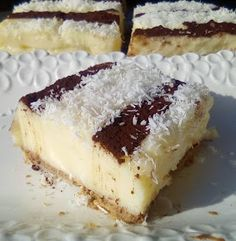 The easiest sweet fridge with coconut! Cookbook Recipes, Cooking Recipes, Healthy Recipes, Healthy Foods, Lila Pause, Greek Sweets, Greek Recipes, Confectionery, Easy Desserts