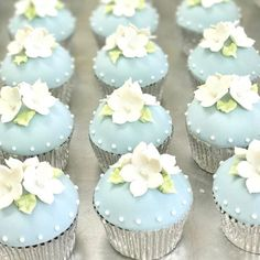 Little spring beauties 🌿 Easy Desserts, Dessert Recipes, Buttercream Decorating, Cupcake Images, Baby Cookies, Wedding Cupcakes, Green Cream, Celebration Cakes, Sweet Recipes