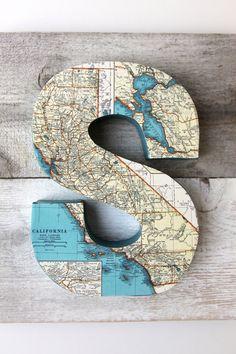Vintage Map Letter S on Reclaimed Wood por FleaMarketSunday