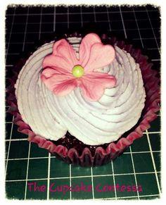 Veined blossom cupcake