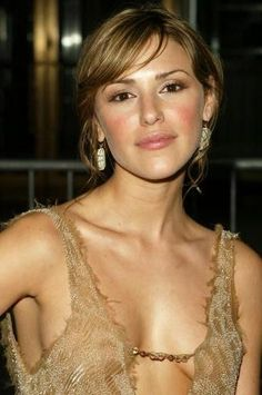 Elizabeth Hendrickson - Chloe Mitchell Fisher sassiness from Young and the Restless