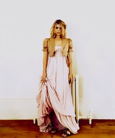 I really don't like the way Billie Piper played Rose Tyler.... but this outfit is too great to not pin.
