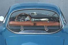 Deze Alfa Romeo Giulia Sprint Speciale uit 1966 in smaakvol Blu Bosforo met beige leren interieur wordt te koop aangeboden in Duitsland via Classic Driver