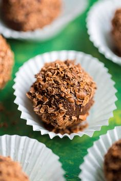 Melt-in-your-mouth Kahlua Chocolate Truffles are made with just 5 ingredients. Made with high-quality chocolate and coffee-flavored liqueur, they're a great gift to give during the … Peanut Butter Truffles, Chocolate Truffles, Chocolate Desserts, Kahlua Truffles, Chocolate Brownies, Candy Recipes, Dessert Recipes, Snack Recipes, My Dessert