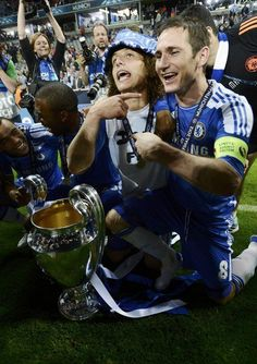 Frank Lampard (R) and David Luiz of Chelsea celebrate with the UEFA Champions League trophy after his team's final soccer match against Bayern Munich