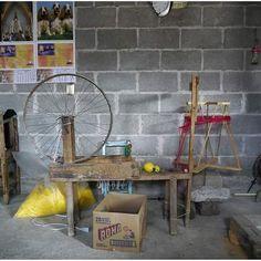 Taller de Tlilayatzi en Cuba, Tlaxcala    La forma de producción en casa, con la que trabaja Recrear, es una recuperación del espacio personal, y de la elección.  ●  ●  ●  #BuyDifferently #compradiferente #calledtobecreative #craftsposure #etsy #favehandmade #handcrafted #handmadegifts #handmadewithlove #HandsAndHustle #homeinthestudio #madebyhand #makersgonnamake #makersgunnamake #makersmovement #whomademyclothes #quiénhizomiropa