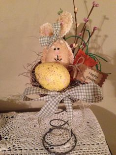 crafts made from springs coils Bed Spring Crafts, Spring Projects, Fall Crafts, Holiday Crafts, Crafts To Make, Crafts For Kids, Bunny Crafts, Easter Crafts, Easter Decor