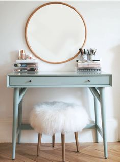 If you love makeup, then you need a makeup vanity table. A vanity table will keep all your makeup organized and will give you a comfortable place to apply it. You can create a makeup area that suits your style. Beauty Vanity, Modern Makeup Vanity, Makeup Vanities, Beauty Makeup, My Room, Bedroom Decor, Bedroom Wall, Bedroom Ideas, Bedroom Furniture