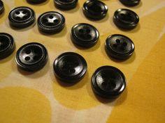 50 Stück Hemdknöpfe 4 Loch Schwarz,Durchmesser ca.13 mm,Neu,Lübecker Knopfmanufaktur von Knopfboutique auf Etsy