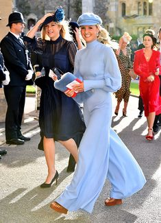 The Royal Wedding of Princess Eugenie of York and Jack Brooksbank saw lots of famous guests in attendance at Windsor Castle. Here's all the details on their looks and outfits. Royal Wedding Guests Outfits, Wedding Hats, Royal Weddings, Chelsy Davy, Meghan Markle, Princess Eugenie Jack Brooksbank, Princess Charlotte, Princess Kate, Day Dresses
