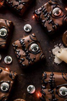 Hocus Pocus Spellbook Brownies from Half Baked Harvest Halloween Brownies, Halloween Desserts, Halloween Fingerfood, Hallowen Food, Holidays Halloween, Halloween Treats, Halloween Party, Halloween Cookies, Halloween Stuff