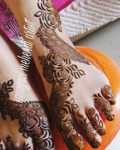 Simple Feet Mehndi Designs Ideas - The Handmade Crafts New Henna Designs, Latest Arabic Mehndi Designs, Rose Mehndi Designs, Finger Henna Designs, Full Hand Mehndi Designs, Modern Mehndi Designs, Mehndi Designs For Girls, Mehndi Designs For Fingers, Dulhan Mehndi Designs