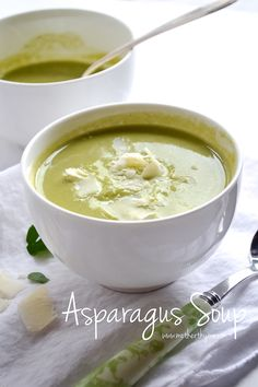 A simple, delicious and healthy recipe for Asparagus Soup. Top with Parmesan cheese or a dollop of crème fraîche and serve with a warm loaf of bread. Chowder Recipes, Soup Recipes, Cooking Recipes, Quiches, Gluten Free Soup, Asparagus Soup, Vegan Soup, Vegetarian, Best Food Ever
