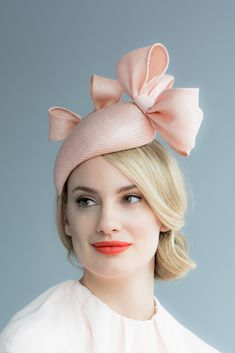 Handmade in our London studio.Straw cocktail hat trimmed with bows.Colours: Peach.Secured with a comb and elastic.Made to order - UK delivery 2-3 weeks.Sent free within the UK. Includes a Black