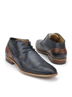 Bugatti veterboot  Description: Donkerblauwe geklede veterschoenen van Bugatti. Het bovenwerk van deze schoenen is gemaakt van leer en de schoenen hebben een kunststof zool.  Price: 76.99  Meer informatie