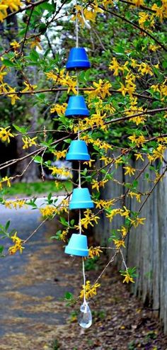 diy ombre wind chimes from clay pots 1 13 Inspiring Projects That Use Mini Terracotta Pots Diy Ombre, Blue Ombre, Flower Pot Crafts, Clay Pot Crafts, Shell Crafts, Diy Crafts, Pots D'argile, Clay Pots, Garden Crafts