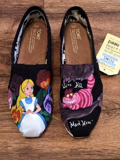 Custom Hand Painted Shoes  Alice in Wonderland por FancyFeetArt