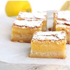 Citroen koek, of ook wel lemon bars! Brownies, Brownie Cake, Citroen Cake, Lemon Curd Cake, Lemon Bars, Food Places, Desserts To Make, Breakfast Dessert, Cake Bars