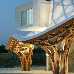 Centro Pompidou-Metz (2010), França by Arquitetos Shigeru Ban. O que acharam desta obra de arte? #inspiracaoversato #arteversato