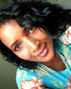 Blogueira e Youtuber do Canal Alexs Silvah e o Diário de uma mulher moderna. Apaixonada pela vida e pela arte de se sentir bem, valoriza a família, os amigos e aprendeu a gostar de cuidar de si e dos outros.   www.alexssilvah.com