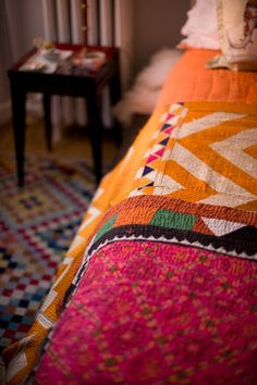 Sooo cozy. Warm color palette. Mixed textiles and prints. Luv. (Bedding - kantha quilt)