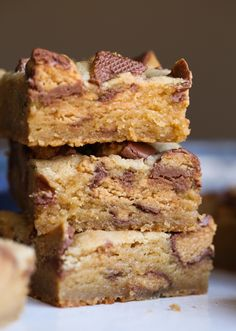 Peanut Butter Cup Blondies are OVER.THE.TOP. SO SO GOOD!!!!!!!!! #cookiesandcups #blondies #peanutbutter #peanutbuttercups #recipe #baking