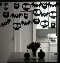DIY halloween decorations for office? DIY halloween decorations for office? Halloween Tags, Holidays Halloween, Halloween Crafts, Happy Halloween, Halloween Costumes, Creepy Halloween, Halloween Halloween, Halloween Clothes, Halloween Pictures