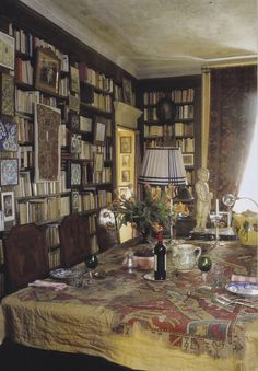 Architects from Studio Peregalli reinforce Umberto Pasti's Milan apartment. World of Interiors March 2013