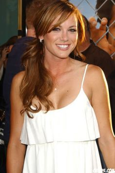 Danneel Harris Ackles - She's so gorgeous! Danneel Harris, Danneel Ackles, Jensen Ackles, Braided Hairstyles, Cool Hairstyles, Awkward Girl, Girls Run The World, Side Bangs, Hair Color And Cut
