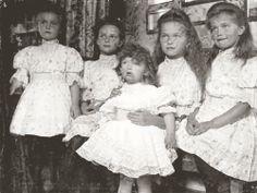 The Imperial Children, 1906:  Anastasia, Tatiana, Alexei, Olga and Maria <3