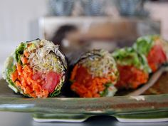 Raw Vegan Recipes: sushi with clover sprouts, tomatoes, lettuce and carrot with a basil and jalapeño cashew dip. Raw Vegan Recipes: sushi with clover sprouts, tomatoes, lettuce and carrot with a basil and jalapeño cashew dip. Sushi Recipes, Raw Vegan Recipes, Clean Recipes, Veggie Recipes, Whole Food Recipes, Diet Recipes, Cooking Recipes, Healthy Recipes, Vegan Sushi