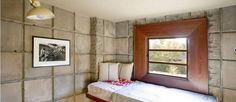 Quarto de casa projetada pelo arquiteto Frank Lloyd Wright é todo feito de blocos de concreto Foto: Reprodução internet/Curbed
