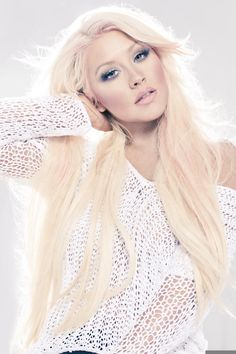 Christina Aguilera- love her blonde extensions!