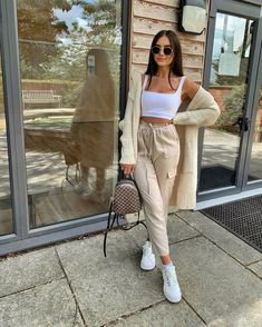 Wearing all beige is really trend this season. That's why I want to show you some beige outfit ideas, so you can get inspired from them. Cute Comfy Outfits, Cute Summer Outfits, Stylish Outfits, Crop Top Outfits, Mode Outfits, Girl Outfits, Beige Outfit, Vintage Outfits, Mode Ootd