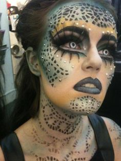 Mermaid themed crystal accented fantasy make-up with killer lashes. Orangey to downy yellow then sea foam and turquoise. Halloween Make Up, Halloween Face Makeup, Medusa Halloween, Halloween Halloween, Halloween Costumes, Alien Make-up, Fantasy Make Up, Fantasias Halloween, Maquillaje Halloween