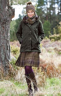 Cute beanie,scarf and Tweed! Original post: House of Bruar Ladies Tweed Kilt from House of Bruar English Country Fashion, British Country Style, Country Wear, Country Casual, Country Outfits, Country Style Fashion, British Style Outfits, Country Style Clothes, Mode Tartan