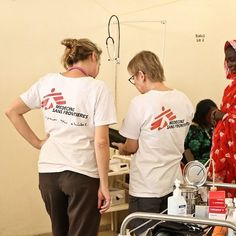 MSF doctor Erna Rijnierse and gynaecologist Veronica Siebenkotten-Branca evaluate the health of a pregnant patient with Hepatitis E in the maternity ward of Am Timan hospital, Chad. Photo: Sara Creta/MSF  #MSF #DoctorsWithoutBorders #AmTiman #Chad #Doctor #Gynaecologist #HepE #Hepatitis #pregnancy
