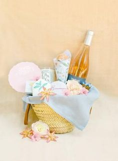 Wedding welcome basket Fox Wedding, Wedding Bag, Wedding Welcome Baskets, Wedding Hotel Bags, Whimsical Wedding Inspiration, Floral Arrangements, Wedding Remembrance, Rose Flower Arrangements, Flower Arrangements