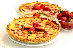 Jahodový cheesecake s ovseným korpusom - Žena SME Hawaiian Pizza, Quiche, Food And Drink, Sweets, Breakfast, Recipes, Alternative, Cakes, Fitness