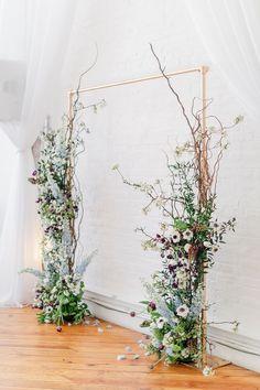 Wedding Arch Greenery, Simple Wedding Arch, White Wedding Arch, Wedding Arbors, Wedding Ceremony Flowers, Wedding Flower Decorations, Branches Wedding, Whimsical Wedding Decor, Altar Wedding