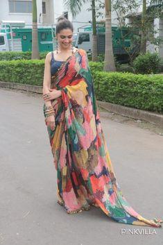 Name :- Siya Fashion Deepika Padukone Multicolor Satin Designer Party Wear Saree… Indian Fashion Dresses, Dress Indian Style, Indian Outfits, Deepika Padukone Saree, Deepika In Saree, Kareena Kapoor, Mode Bollywood, Bollywood Fashion, Bollywood Girls