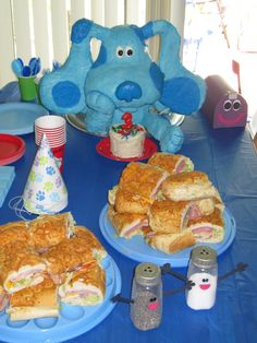 Blue's Clues Birthday Cake... This is exactly how my planned Blue's head looks, but I might want the body sitting up.