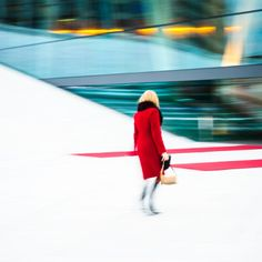 Red lady at the Oslo opera house (c) Johan Conradson