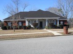 Fantastic 4 bed/2.5 bath in Augusta, Baker School District. Formal dining room, large kitchen w/eat in area & breakfast bar. Granite, nice backsplash & lots of cabinet space. Family room w/hardwood and fp. Large master has trey ceilings, master bath w/garden tub & separate shower. Laundry room w/utility sink. Split Floor plan, covered porch, fenced, two car garage, alarm system & large corner lot.